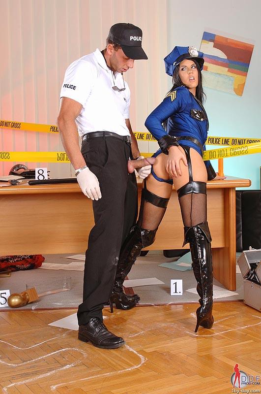 Полицейской форме лижут — pic 10