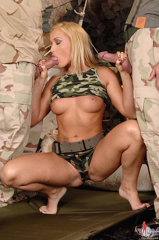 трахают шлюх военные