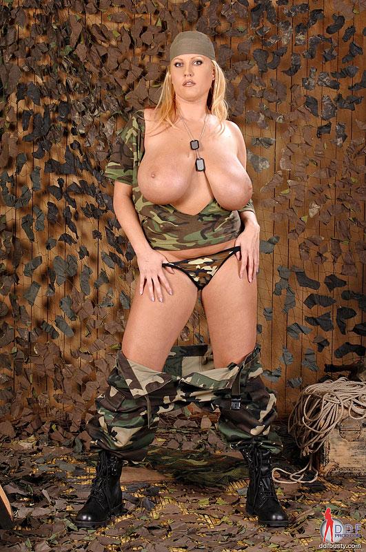 Фото голых теток в военной форме