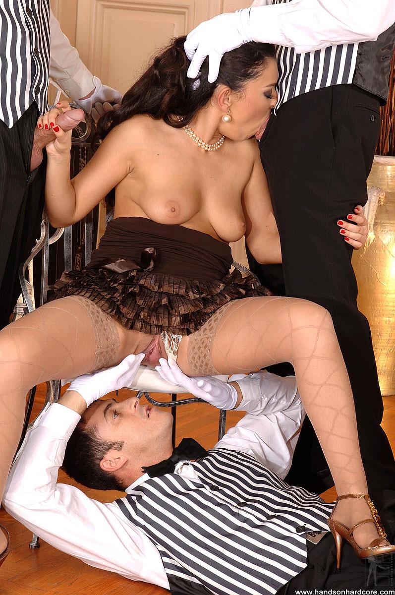 Французское порно официантка, порно жены бисексуалки