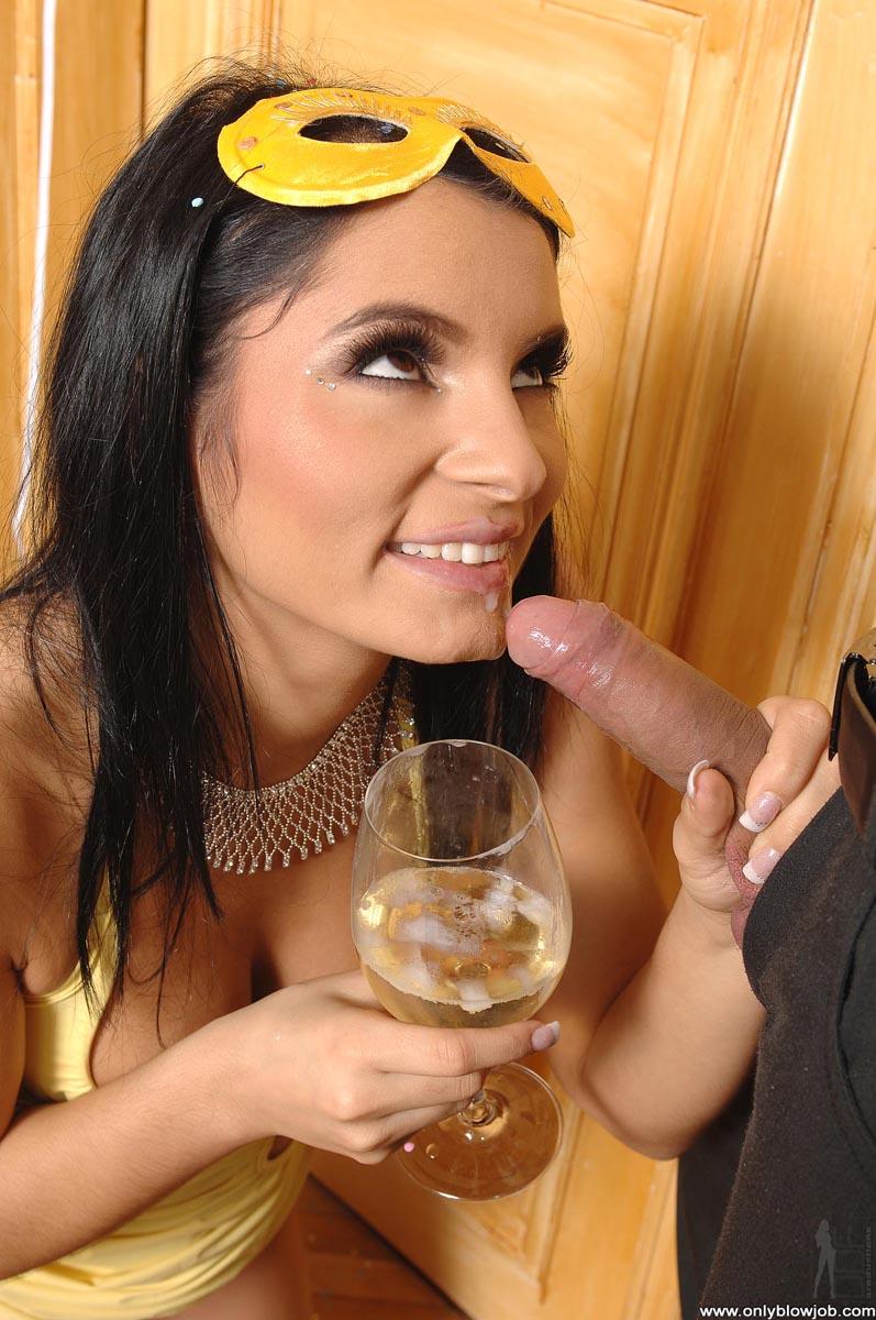 Выпила бокал вина порно, облизала пизду крупный план видео