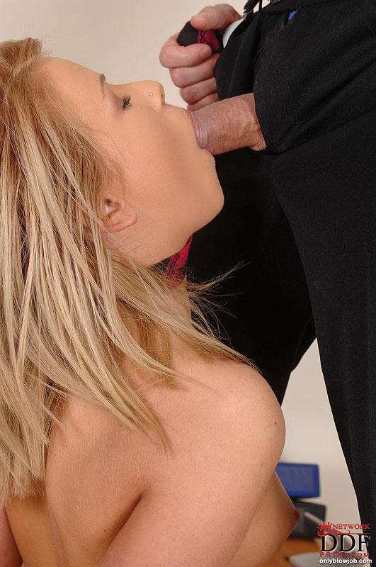 Минет заставили делать, массажист имеет ее в зад