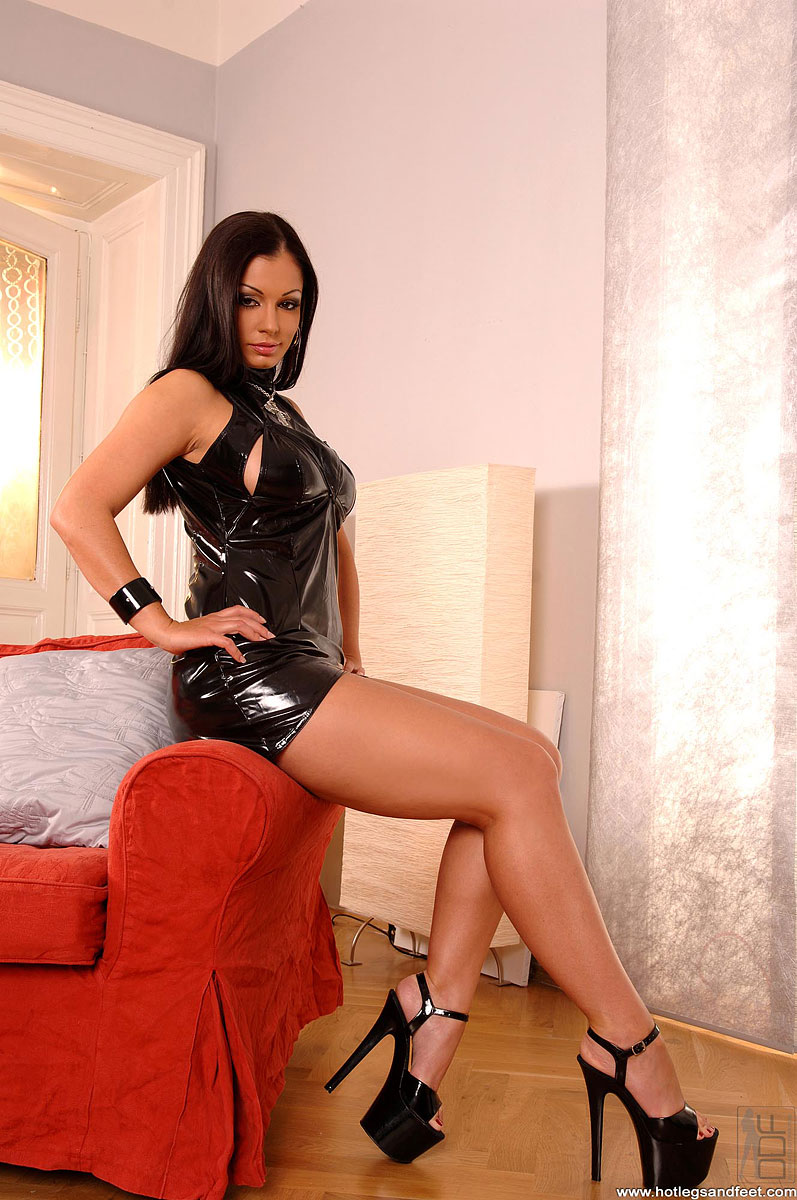 Brunette MILF Aria Giovanni slips out of her see thru dress № 1078767 без смс