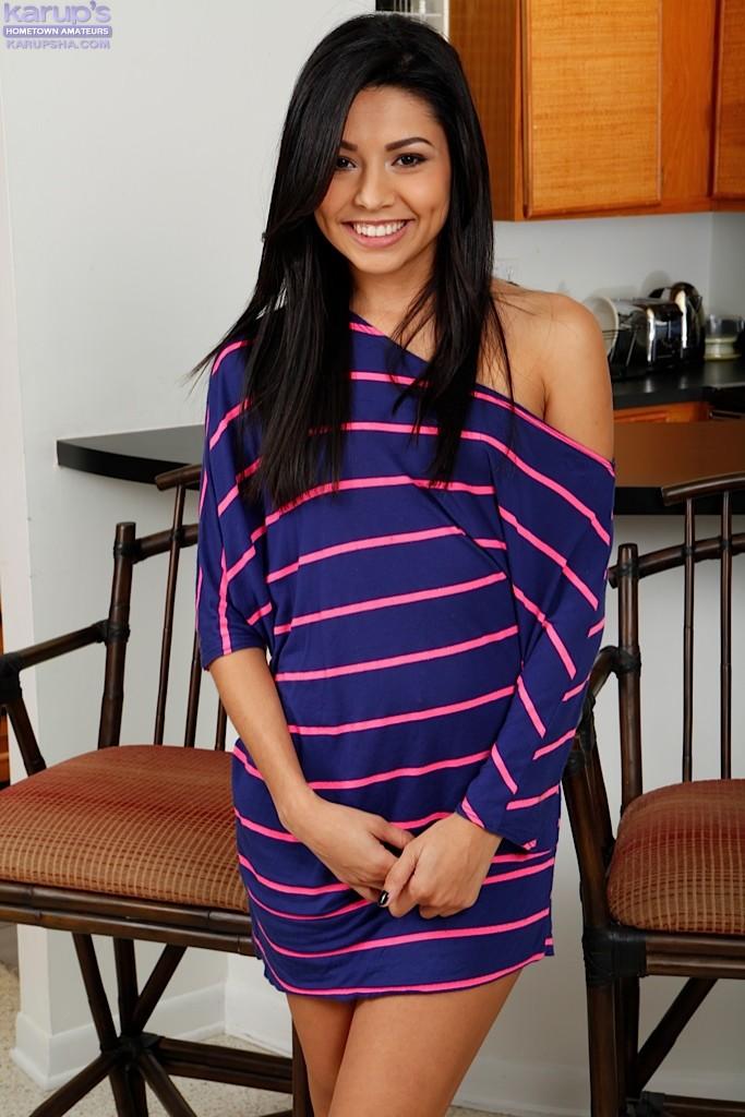 Latina brunette Serena Torres is smiling and sucking very deep № 218309 бесплатно