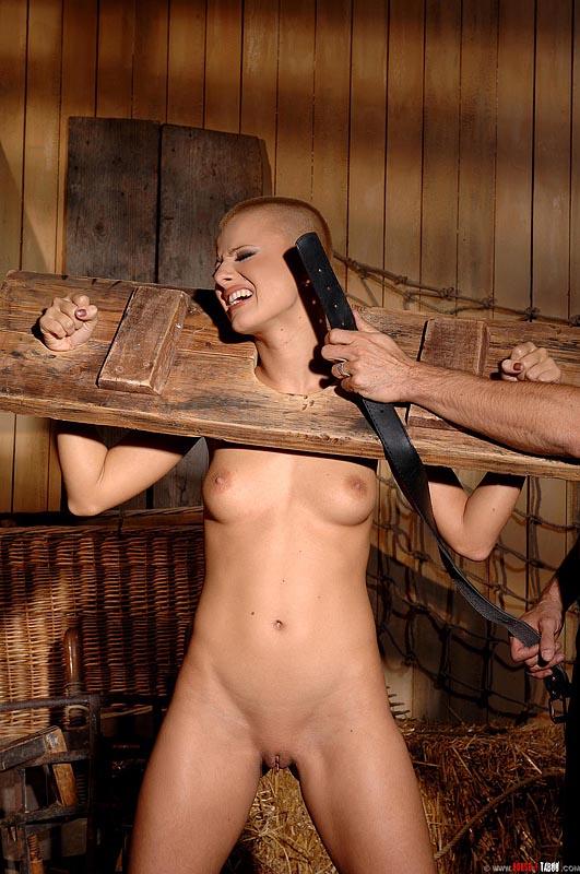 фото голых женщин в плену