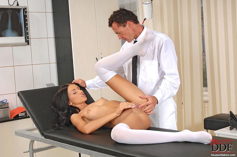 Эротические игры гинеколог играть