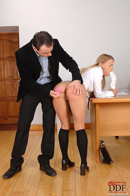 старый препод наказал ученицу