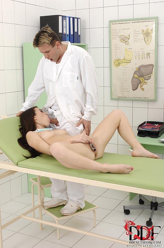 Гинеколог соблазнила пациентку, фильм бабочки порно