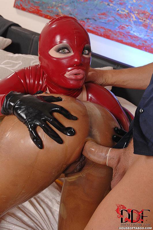 Секс в латексной маске 13 фотография