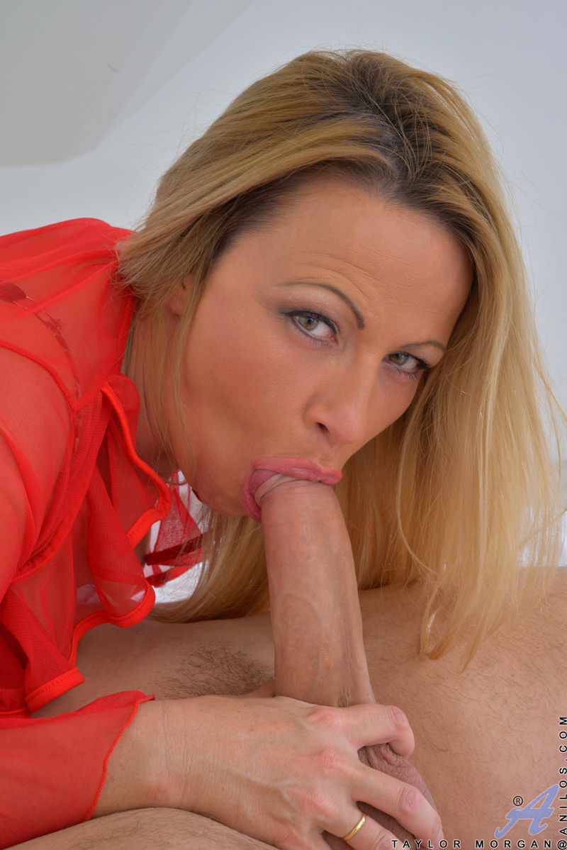 Mature lady and the sales guy - 3 7