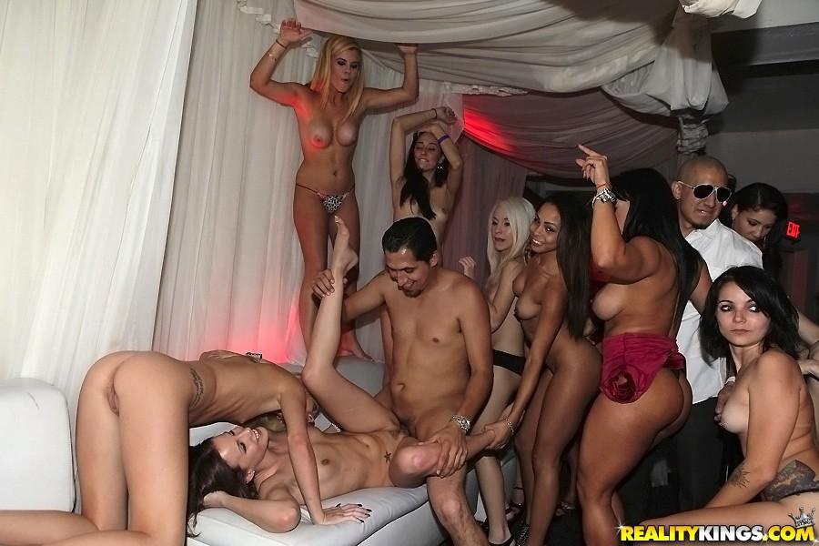 Bush party sex — pic 10