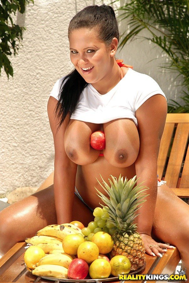 mike Banana in brazil squeezer babalu
