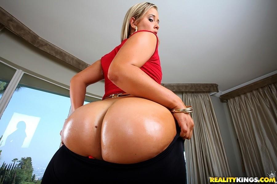 boob monster Briella
