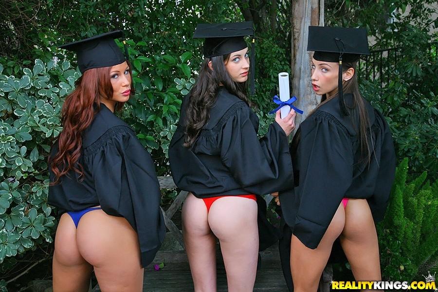 раздели выпускницу фото