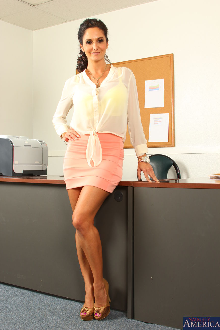 Stocking attired Euro brunette Ava Addams exposing large boobs in office № 372555 без смс