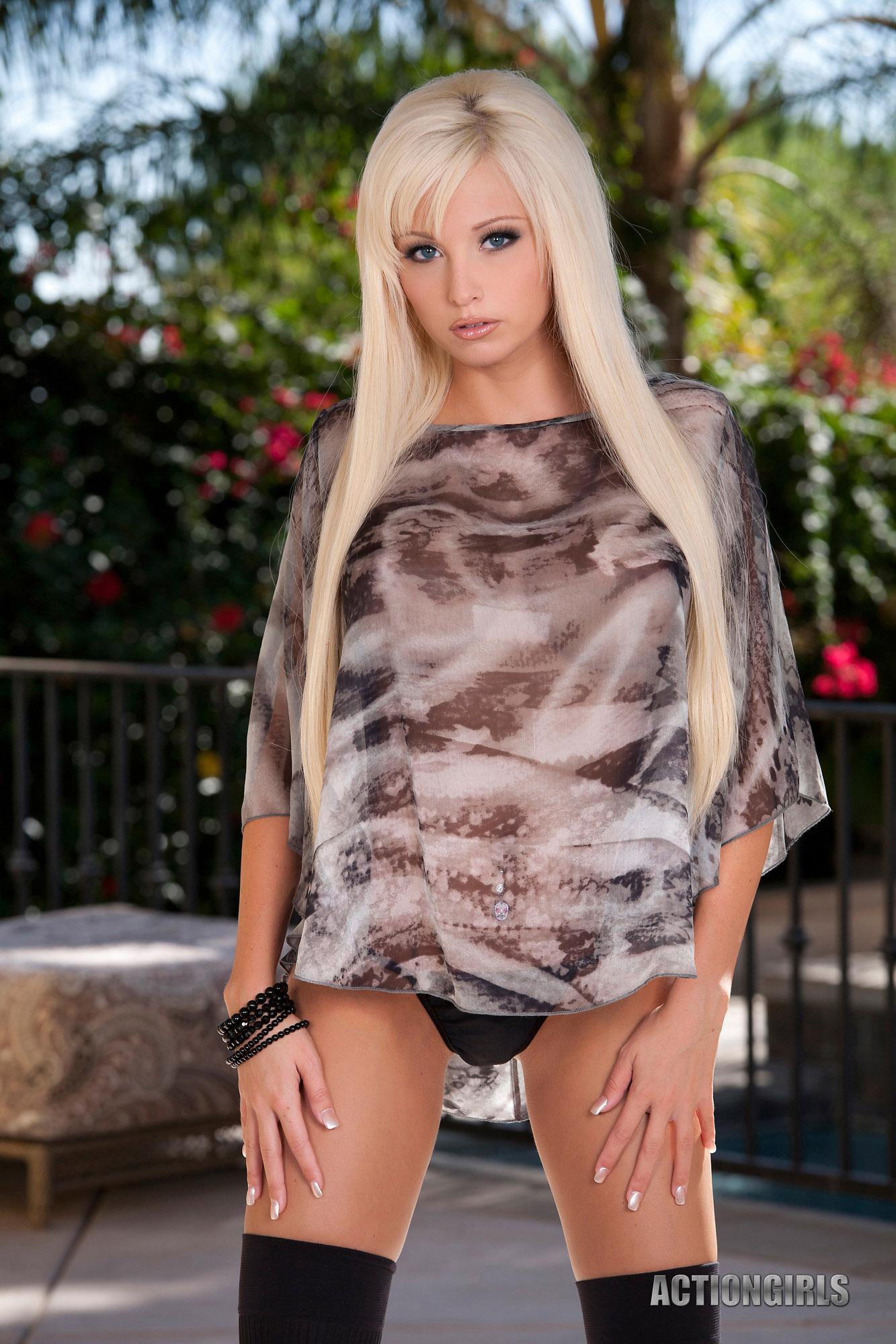 Новые фото голых пизд блондинок фото #12