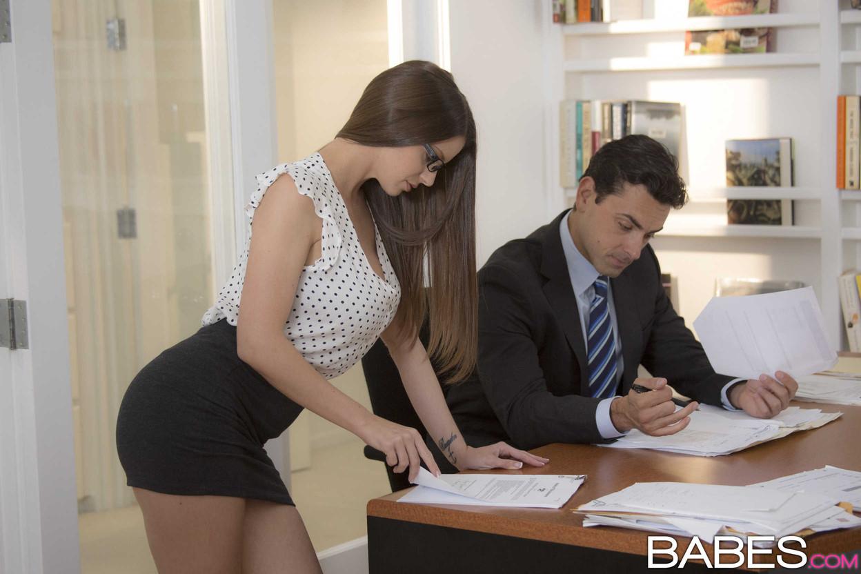 получайте удовольстве начальник и две секретарши что терпи