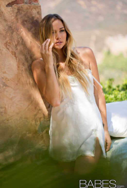 Fleeting Sensation - Courtney Dillon
