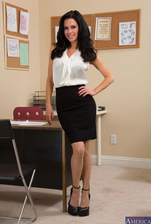 Veronica Avluv - Naughty Office