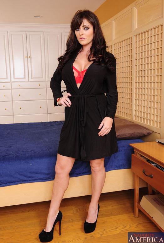 Sophie Dee - Housewife 1 on 1