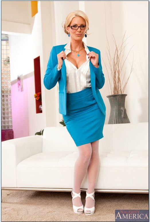 Gorgeous blonde mommy Phoenix Marie stripping in her office  2210323