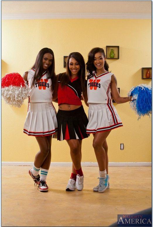 Skin Diamond, Leilani Leeane, Ana Foxxx - 2 Chicks Same Time