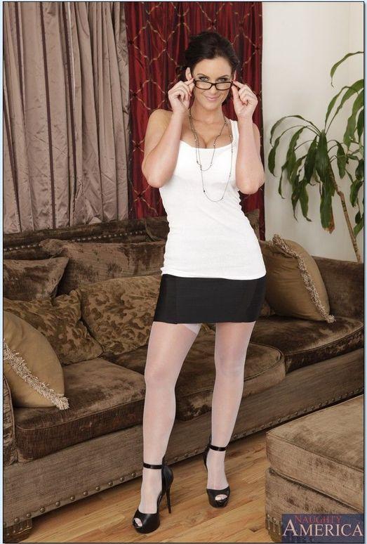 Phoenix Marie - Housewife 1 on 1