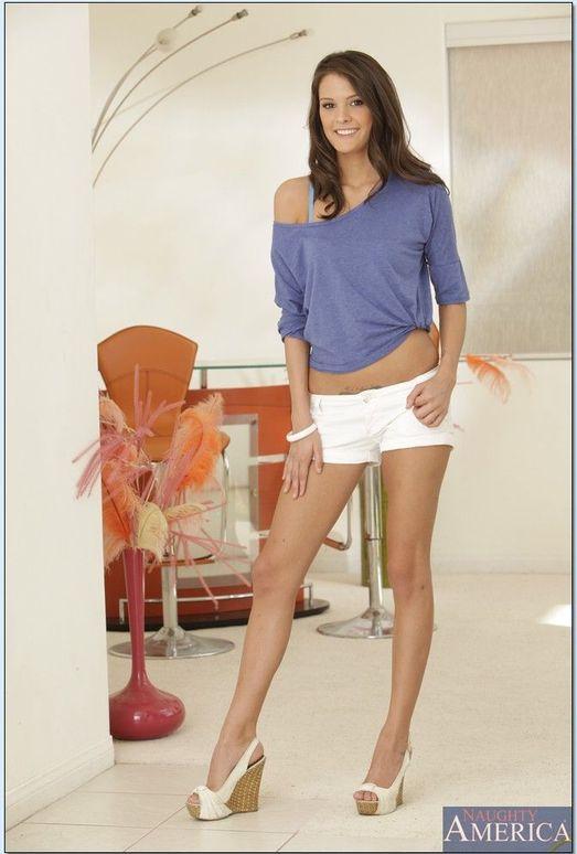 Marvelous brunette Erin Stone is doing handjob to her favorite client  182457