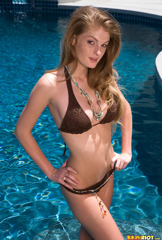 Faye Reagan - Mocha Bikini & Dildo in the Pool