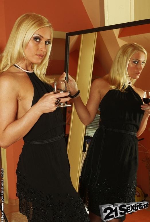 Kathia Nobili - 21Sextreme