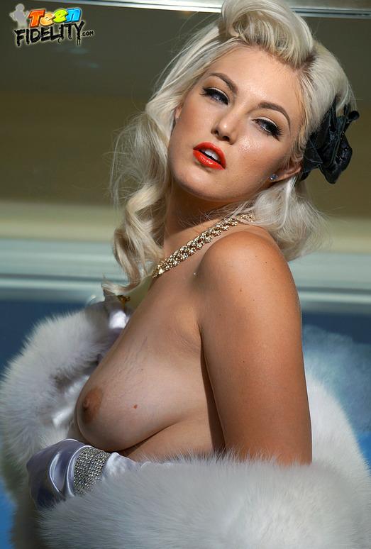 Pinup Doll - Jenna Ivory