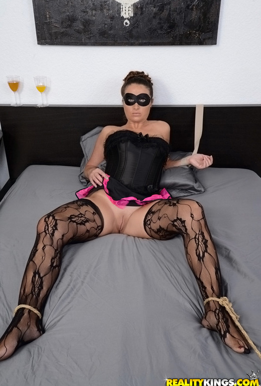 Madisin - Masked Mama - MILF Hunter