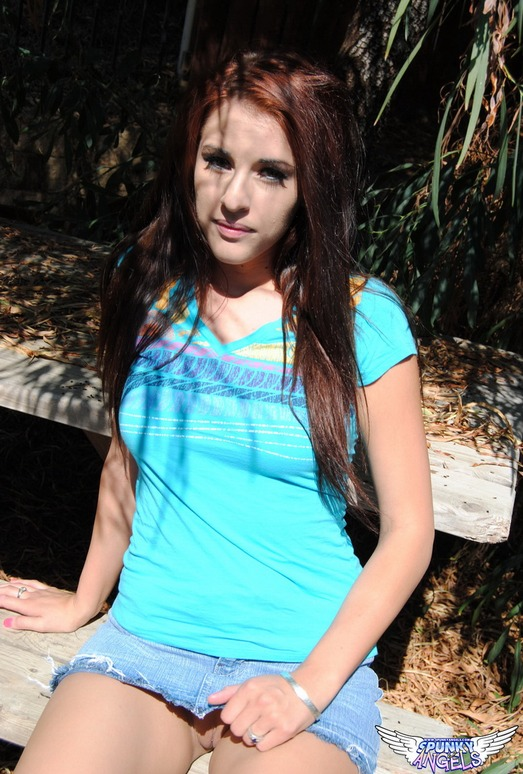 Tabitha - Outdoors - SpunkyAngels