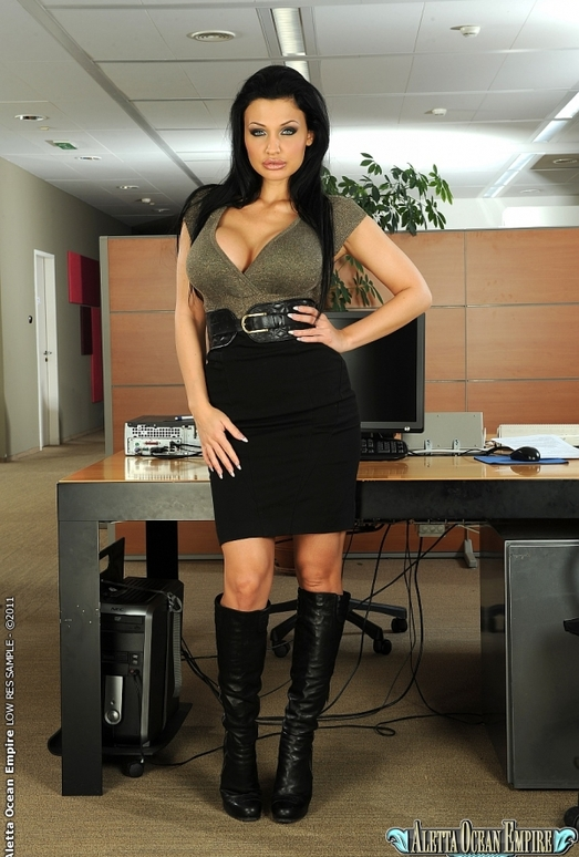 Aletta Ocean - Boring office hours