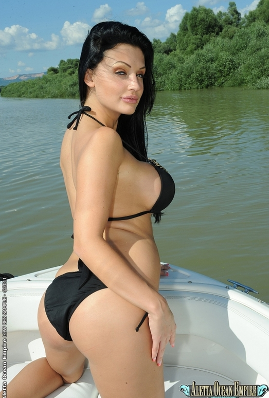 Aletta Ocean - Getting it on, on board