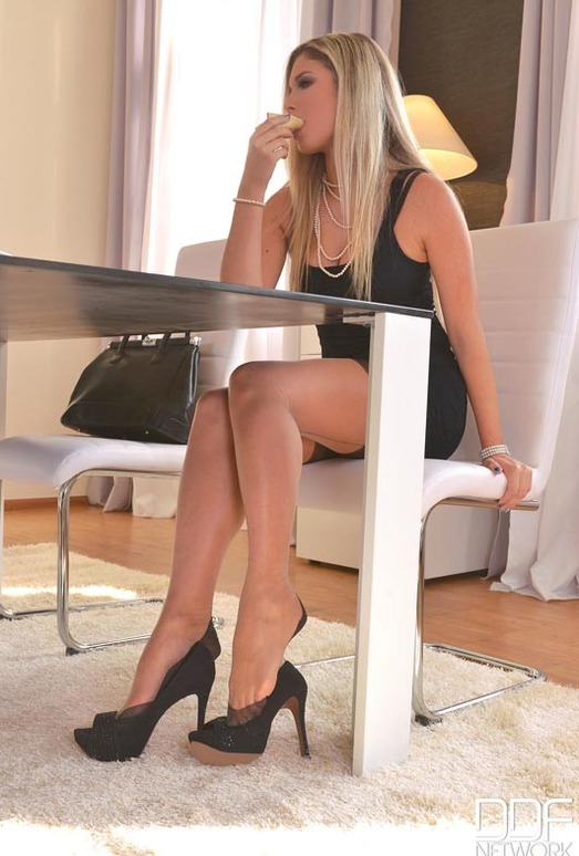 Eva Parcker - Hot Legs and Feet