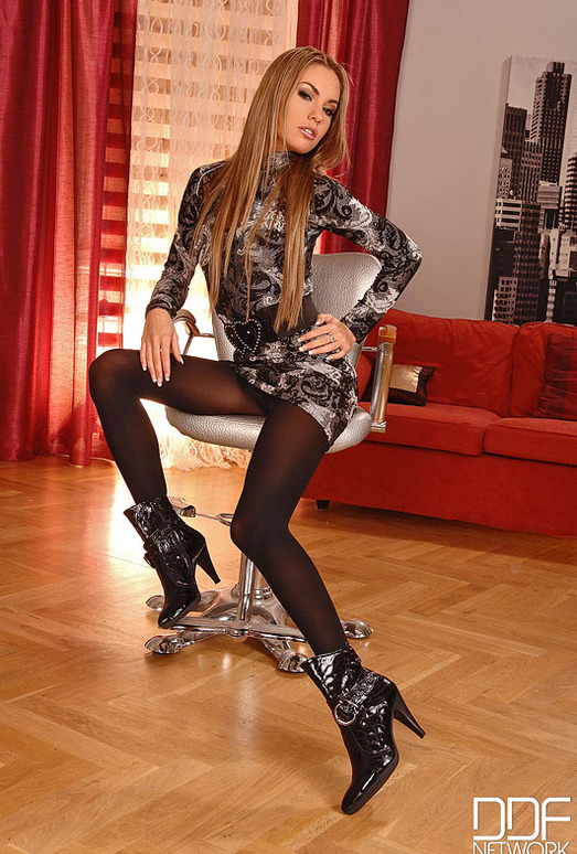 Verona - Hot Legs and Feet