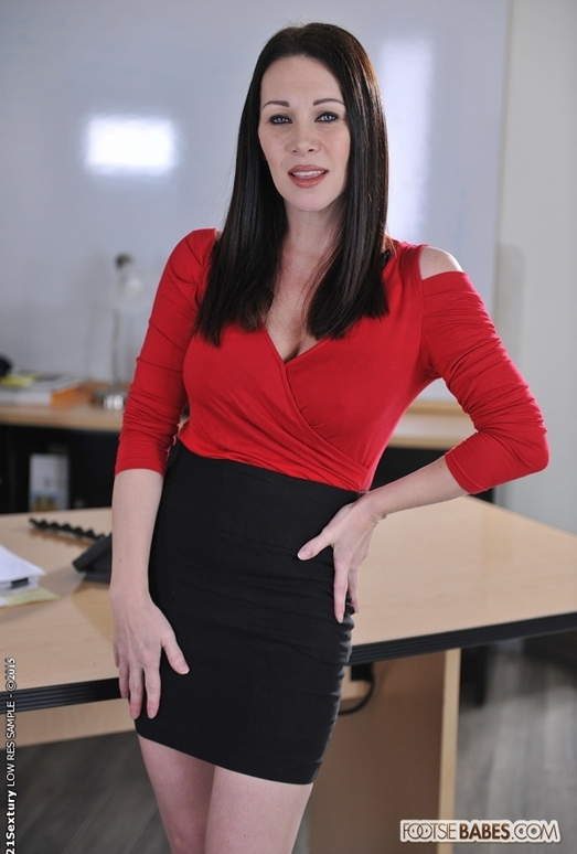 Rayveness - The Agency - Footsie Babes