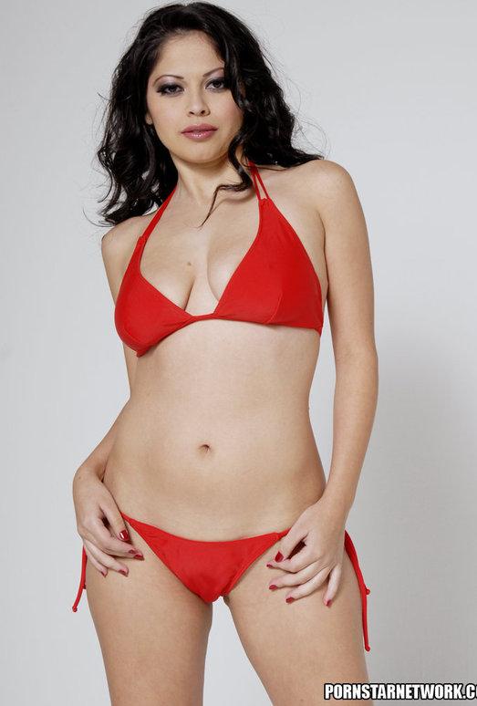 Busty Evie Delatosso Shows Off Her Huge Titties!