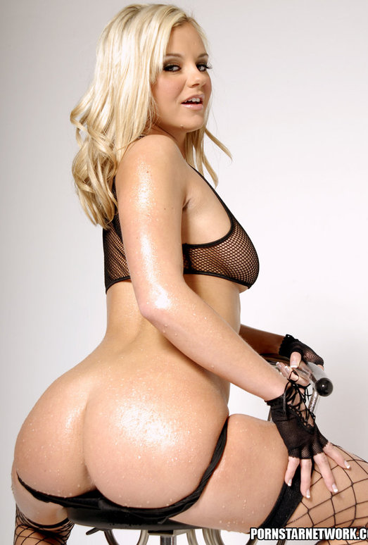 Bree Olson Shows Off Her Backside