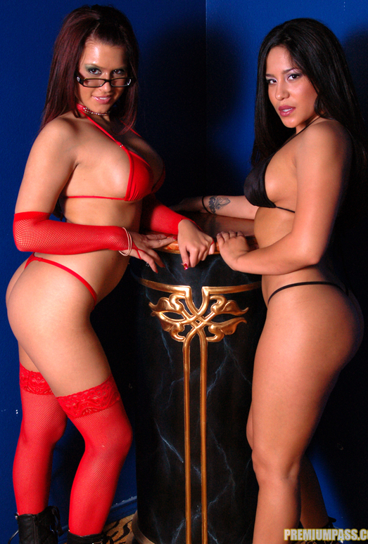 Jenaveve Jolie Came Over For A Photo Shoot with Eva Angelina