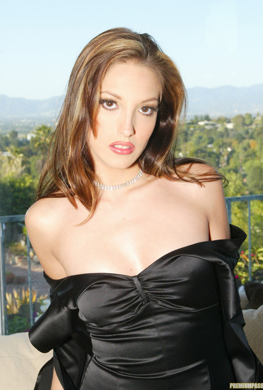Pornstar Jenna Haze Stripping Outside and In Private