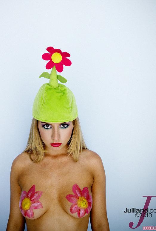 Pornstar Lexi Belle in the Green Flower Hat