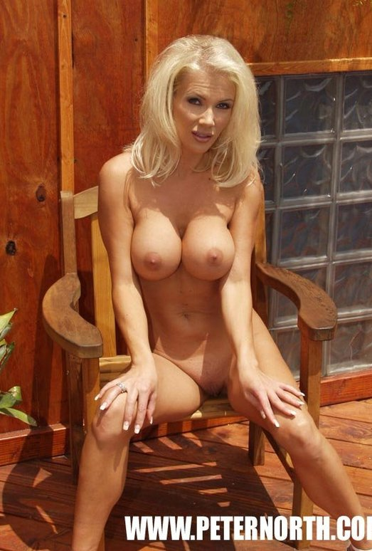 Fantastic Blonde Monica Star Shows Off Hot Body