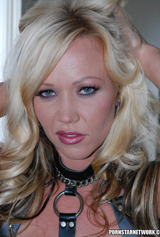 Blonde Babe Austin Taylor Pics