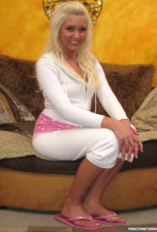 Cute Blond Foot-Jobber