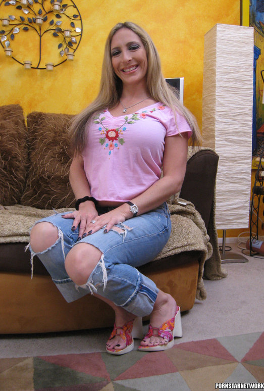 Eager Blonde MILF Savanah James