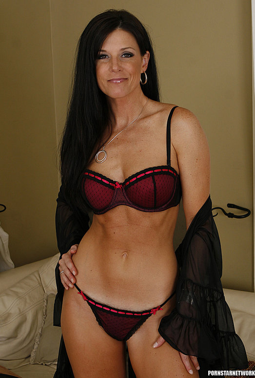 Dylan Ryan Has a Hot Pie for India Summer