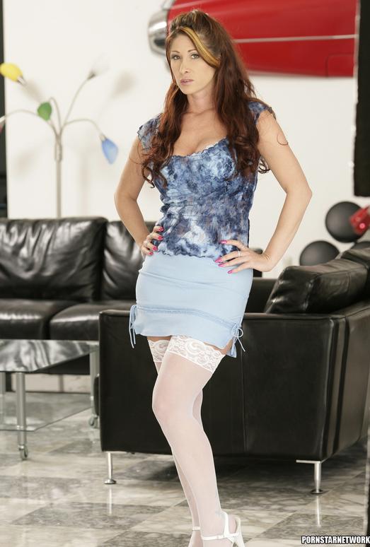 Tiffany Mynx - MILF Needs a 2 on 1
