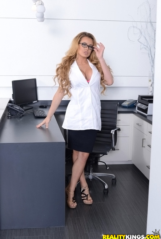Corinna Blake - Sweet Tooth - MILF Hunter